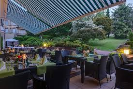 Baden Baden Hotels Kulinarischer Sommer Im Sophienpark Genießen Im Park