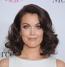 blunt haircut for curly hair how to nail the medium length hair trend