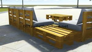 fabriquer canapé angle canape angle palette conception de canapac dangle avec table