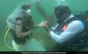 underwater wedding they exchanged wedding vows underwater using placards a in
