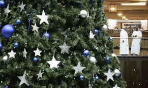 Christmas Decorations Online Dubai by Guide To Buying A Christmas Tree In Dubai Emirates 24 7