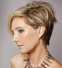 very short highlighted hairstyles layered highlighted short hairstyles with bangs for women ideas dark