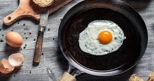 poele à cuisiner l astuce insolite pour cuisiner avec une poêle qui accroche