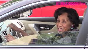 marla gibbs arrives to natalie cole u0027s funeral in los angeles 1 11