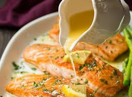 cuisiner un filet de saumon notre recette de saumon au beurre à l ail et citron est toute