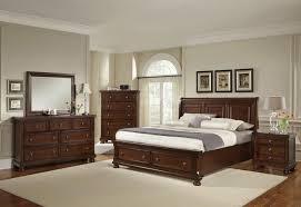 chambre bois blanc lit à baldaquin noir rideau motifs floraux orange et blanc rayures