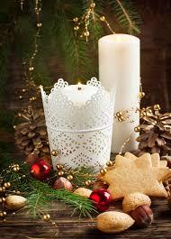 composizione di candele composizione in natale con il pan di zenzero e le candele