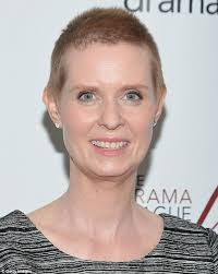 hairstyle for when hair grows back after chemo cynthia nixon sports some short strands as her hair begins to grow