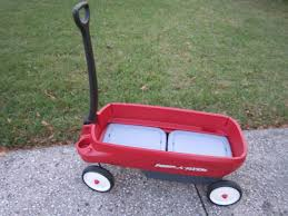 forget the sleigh santa needs a radio flyer 2 in 1 journey wagon