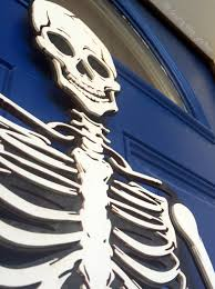 how to make a skeleton halloween decoration for the front door