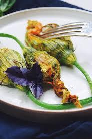 comment cuisiner les fleurs de courgettes les 25 meilleures idées de la catégorie fleur de courgette farcie