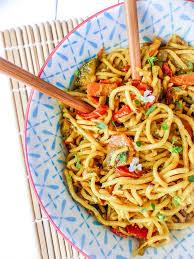 cuisiner des pates chinoises nouilles chinoises lait de coco et légumes