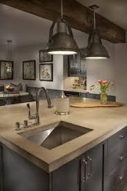 ilot central dans cuisine ilot central de couleur taupe dans la cuisine moderne meubles