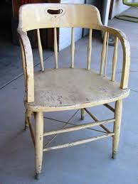 Painting Old Furniture by How To Paint Wood Furniture With An Aged Look How Tos Diy