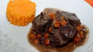 cuisiner de la joue de boeuf joue de bœuf braisée comme une daube purée de carottes pomme de