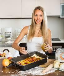 femme en cuisine femme cuisine pomme tarte télécharger des photos gratuitement