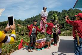 learn about the grief and ceremonies of torajans