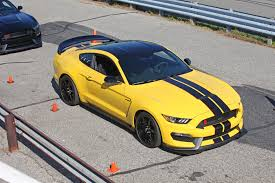 Mustang Black Roof Watch Us Go For Laps In The 2016 Ford Shelby Gt350r Mustang