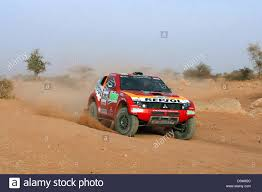 mitsubishi pajero dakar french rallye pilot stephane peterhansel rides his mitsubishi