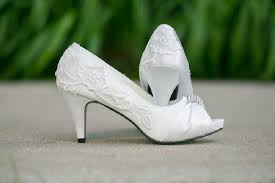wedding shoes low heel ivory want to be a princess in your wedding day grab a pair of ivory