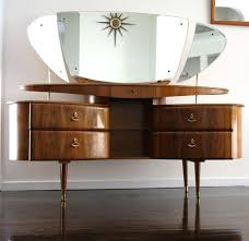 Antique Makeup Vanity Table Best 25 Vanity Table Vintage Ideas On Pinterest Vintage Vanity