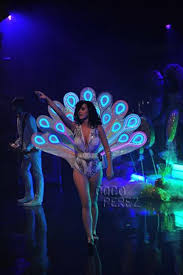 katy perry lights up the stage as a peacock cocoperez