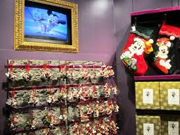 Christmas Decorations In The Shops by Top 5 Christmas Shops In Orlando Theme Parks Orlando Vacation