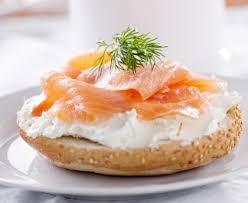 cuisiner le saumon fumé bagel toasté au saumon fumé recette de bagel toasté au saumon fumé