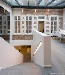 toilette sous escalier meuble sous escalier with classique chic escalier décoration de