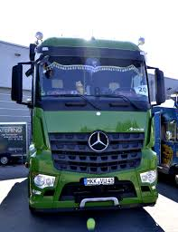file mercedes benz arocs green front view jpg wikimedia commons