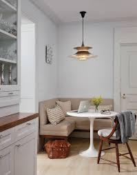 küche mit esstisch coole küche weiß mit polstersitzecke beige und esstisch rund