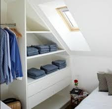 amenagement chambre sous pente 1001 idée pour un dressing sous pente gain de place