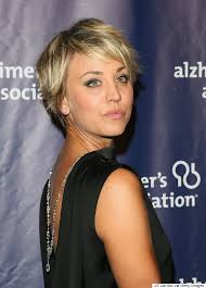 how to get kaley cuoco haircut kaley cuoco s hair is long again thanks to extensions