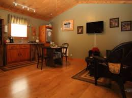 Quiet Laminate Flooring Rooster Rest Is A Quiet Romantic Get Away A Vrbo