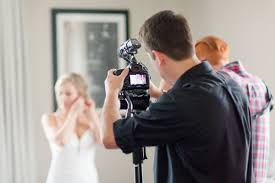 wedding videographers how to work with a videographer on a wedding day al weddings