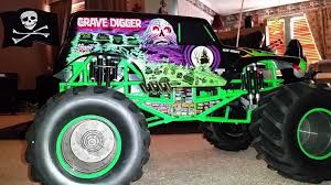 monster trucks jam videos walk around scale monster truck videos grave digger rc jam full