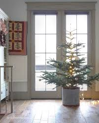 pictures of homes decorated for christmas 40 cozy and cheerful homes decorated for a snowy christmas