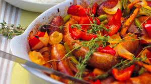 cuisiner des saucisses casserole de saucisses et ses légumes recette par vert couleur persil