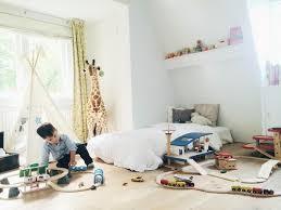 tipi enfant chambre chambre bébé idée déco chambre aménagée suivant la méthode