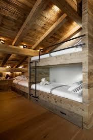 decoration chambre comble avec mur incliné chambre avec plafond en pente stunning le mur en apparente