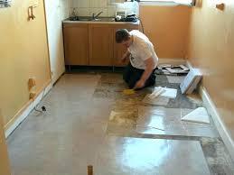 sol pvc cuisine revetement de sol cuisine pvc dalle vinyle imitation carreaux ciment