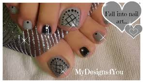easy toenail art design grey fishnet pedicure diseño de uñas