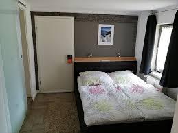 Schlafzimmer Mit Begehbarem Kleiderschrank Ferienwohnung Weserbergland