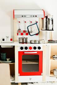 spielküche hape für miniköche die perfekte hape kinderküche sanvie mini