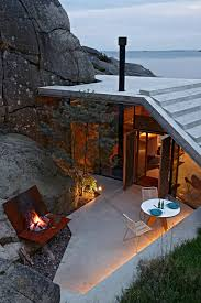 seaside cabin on the rocks in norway knapphullet by lund hagem