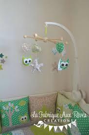 chambre bébé taupe et vert anis mobile éveil bébé hibous étoiles lune anis taupe blanc turquoise