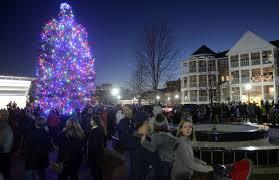 tree lighting thousands flock to downtown kenosha