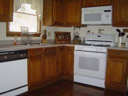 kitchens with oak cabinets and white appliances white appliances with oak kitchen cabinets kitchen color ideas for