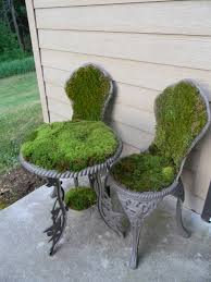 Diy Garden Planters by The Moss Table And Chairs I Made Garden Pinterest Gardens