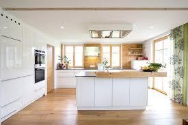 weiße küche mit holz kchen modern wei mit kochinsel 2 100 images nolte 2 zeilen mit